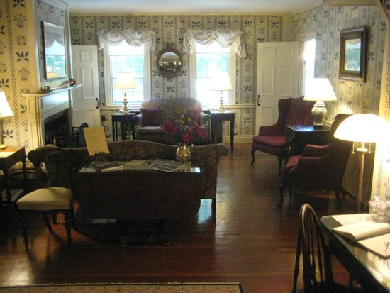Blue Hill Inn: Common Room