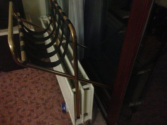 Best Western County House Of Brussels: How to keep your Room SAFE because the Balcony Doors ARE COMPROMISED