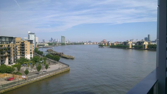 Apple Serviced Apartments Greenwich: balcony view