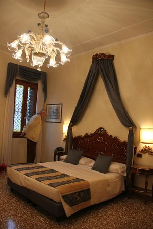Residenza Ae Ostreghe : Our lovely bed