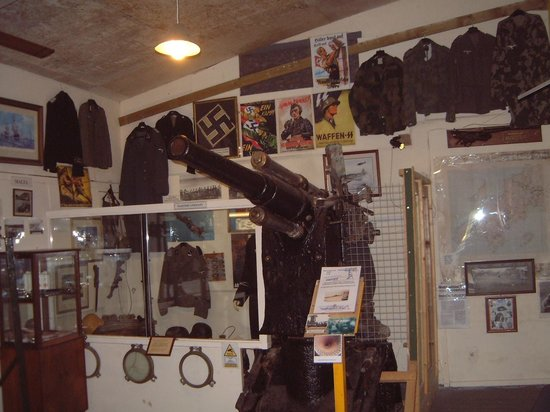 Davidstow Airfield & Cornwall At War Museum: Pre-WW1 Krupps Submarine gun from U-41