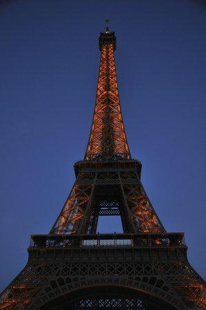 France Tourisme - Daily tour: Torre Eiffel a las 22.14