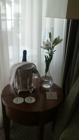 Hotel Croatia Cavtat: Bottle of bubbly that they sent for a special ocassion