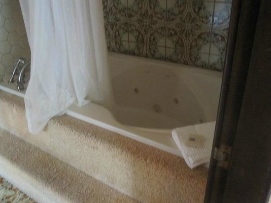 The 1661 Inn: 2 person Jacuzzi