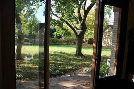 Nine Trees Inn : Backyard Entrance from Living Room