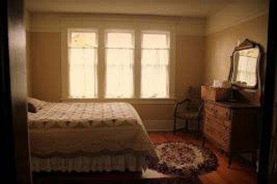 Nine Trees Inn: Dogwood Room
