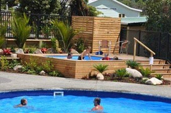 Cooks Beach Resort: Heated Spa Pool