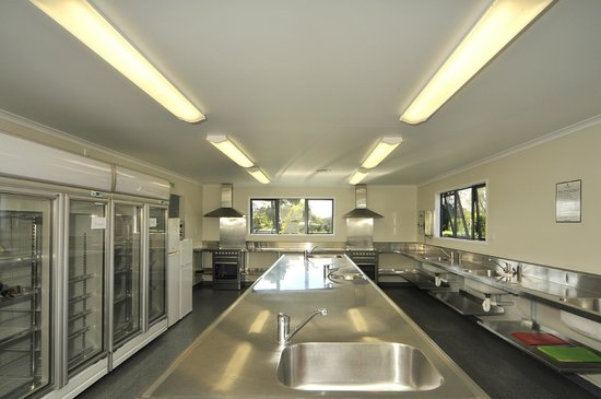 Cooks Beach Resort: Modern Kitchen Facilities for campers