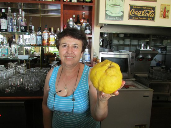 Mayflower Apartments: Elia and a local grown lemon!