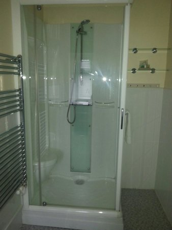 King Arthur's Arms Inn : shower