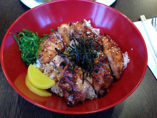 Bamboo Sushi: Domburi de salmão