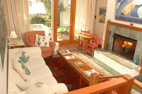 Sooke Harbour House : Beach level guest room #17