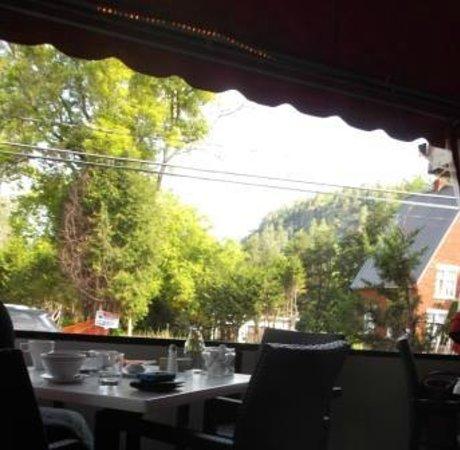 Orange et Pamplemousse : View to the hills and cliffs of St. Sauveur