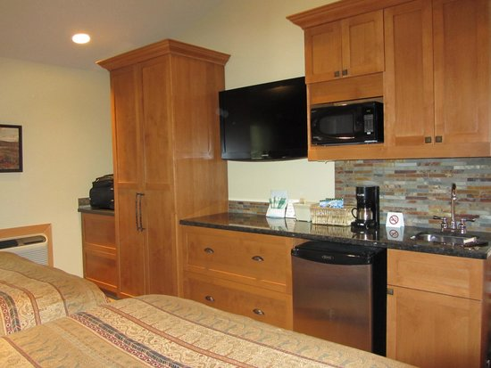 Patricia Lake Bungalows Resort: Cavell Suite 1