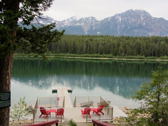 Patricia Lake Bungalows Resort: Patricia Lake serenity