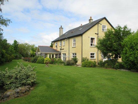 Newlands Lodge: Backyard view