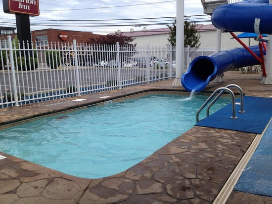 Clarion Inn Dollywood Area: The only outdoor pool is this small area, which the waterslide empties into