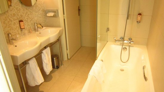 Hotel des Saints-Peres - Esprit de France: bathroom