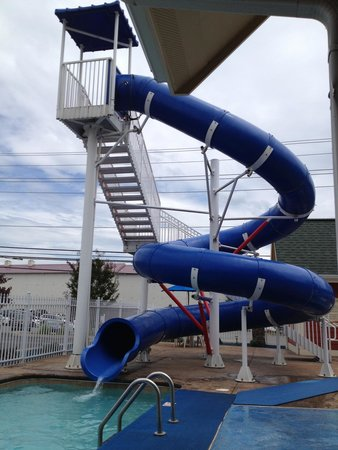 Clarion Inn Dollywood Area : Outdoor waterslide