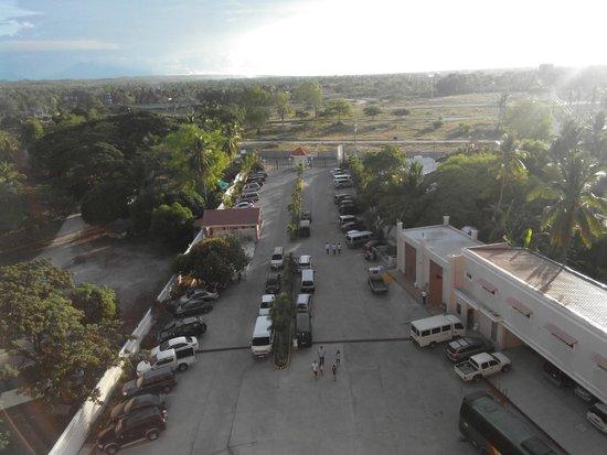 Estrellas de Mendoza Playa Resort: Parking area/Entrance