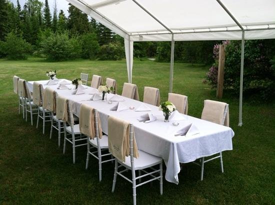 Cannonball Inn and Catering: Reception table