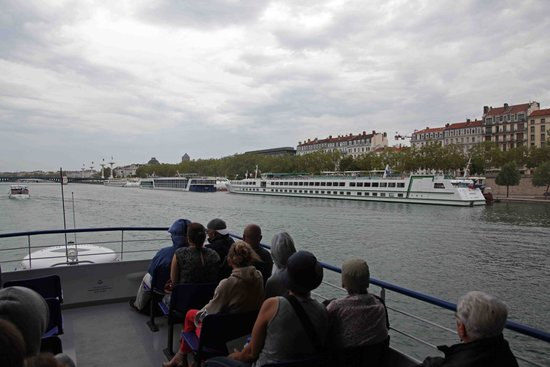 Lyon City Boat : The river is the wealth of the city
