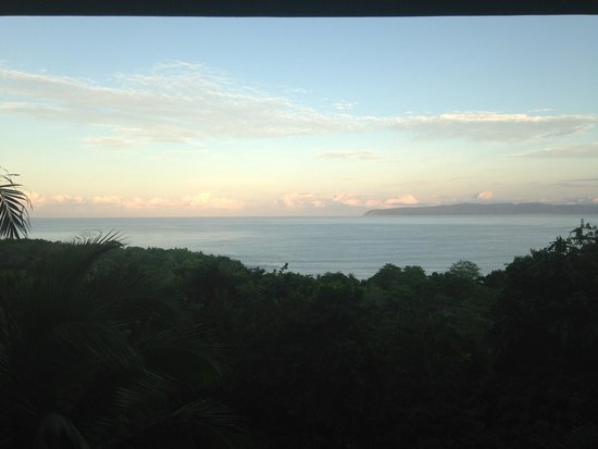 Lanzas de Fuego Surf & Adventure Lodge: The view from our cabin on our first nights sunset