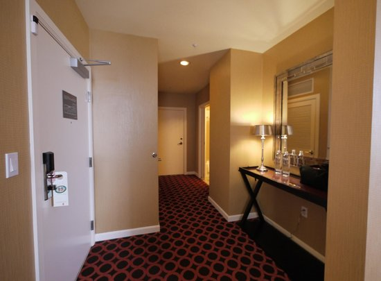 Kimpton Hotel Monaco Salt Lake City : Entrance Room 602