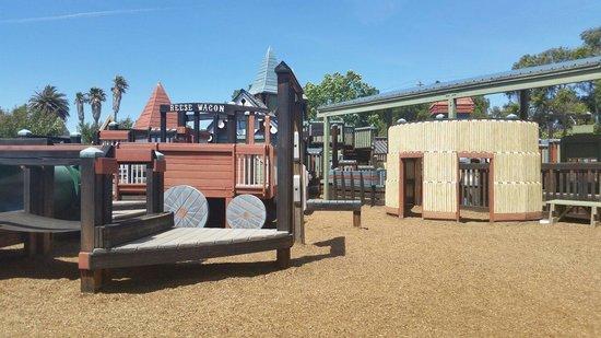 Sunny Fields Park: Sunnyfield playground