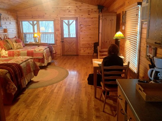 Kickapoo Valley Ranch Guest Cabins: Interior of Miss Kitty's cabin