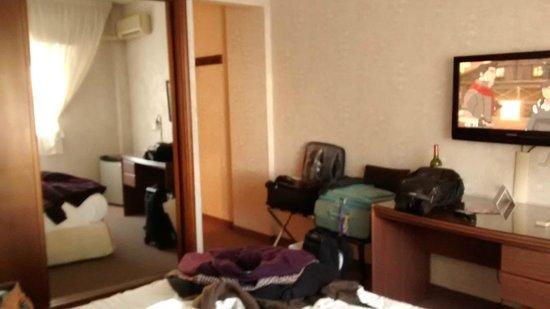 Ermitage Hotel: Quarto - Espelho no Guarda-Roupa