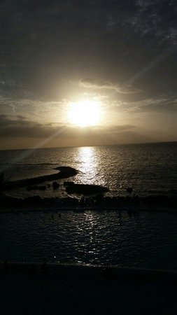 Grand Palladium Lady Hamilton Resort & Spa: Sunset