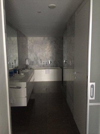 Boulan South Beach: Huge bathroom