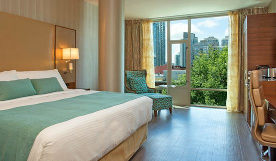 Hotel BLU: King Suite with Samsung Galaxy Tablet, smart TV & free WiFi