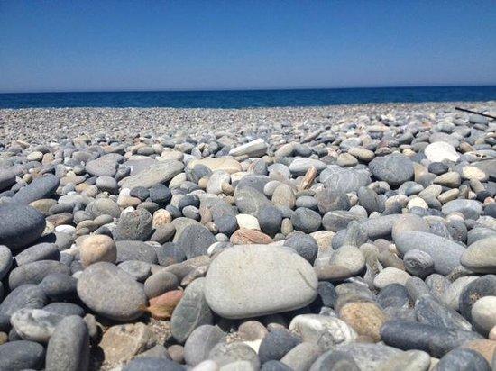 Avra Imperial Beach Resort & Spa: галечный чистый пляж