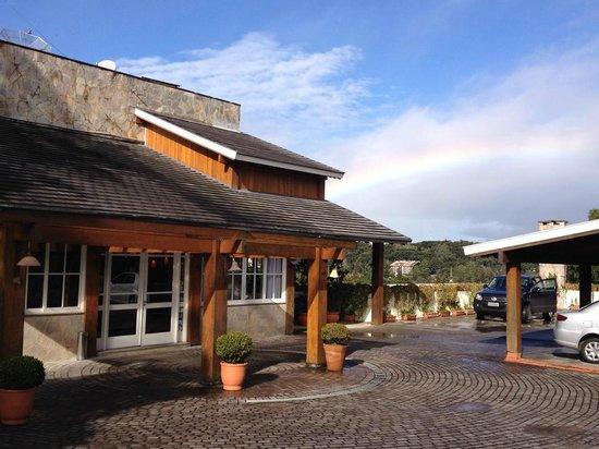 Boutique Hotel Varanda das Bromelias: Arco Iris na recepção