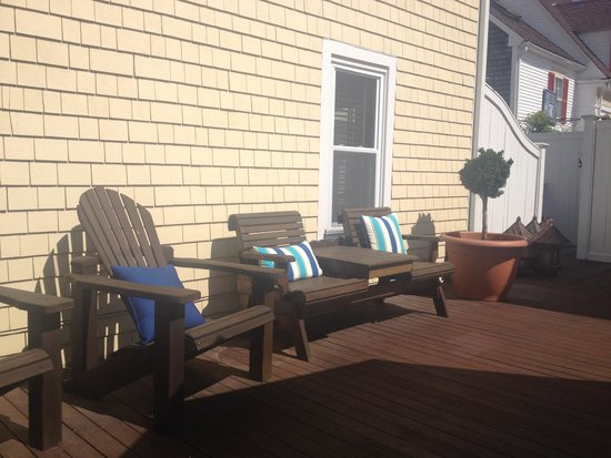 Inn at 7 Central : A cheery porch with ample spaces to soak up sun and sea air