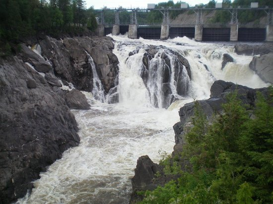 Grand Falls Gorge: view of falls
