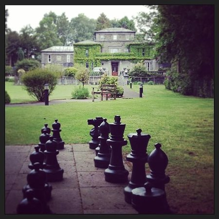 Windermere Manor Hotel: Chess in the Grounds