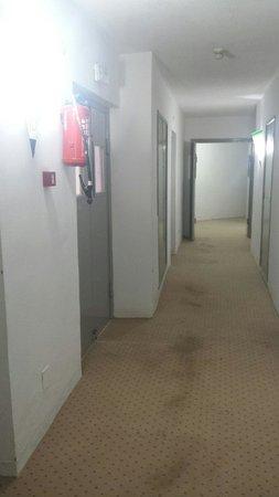 Kinza Hotel: Corridoio 3 piano