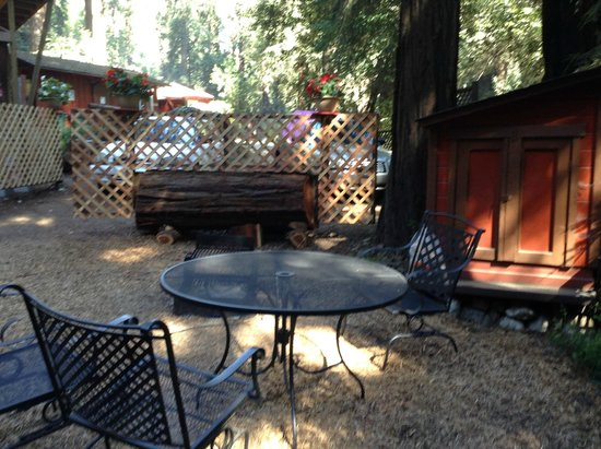 Riverside Campground and Cabins: the fire pit area