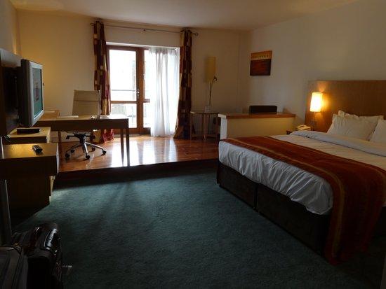 Blarney Hotel Golf & Leisure : Bedroom area king deluxe