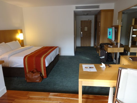 Blarney Hotel Golf & Leisure : King deluxe bed area