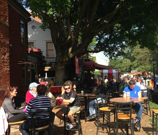 Piper's Cafe: Folks of all ages enjoy spending time in Piper's Hamelin Square Garden