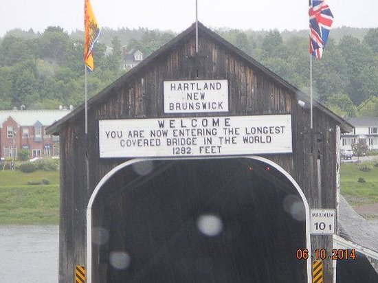 Hartland Covered Bridge: bridge sign