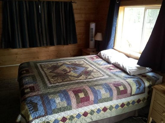 Caribou Cabins: Room