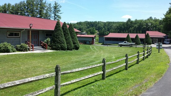 Raccoon Holler Campground : Activity Building and Camp Store
