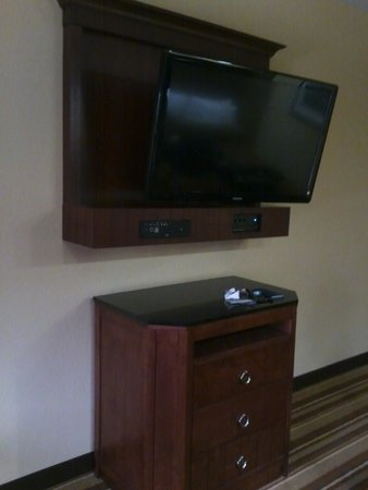 Best Western Premier KC Speedway Inn & Suites: big screen
