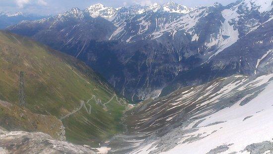 Gasthof Zum Hirschen: Stelvio (Stilfersjoch) , een adembenemend uitzicht