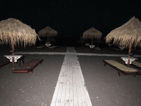 Perissa Beach : Spiaggia di notte